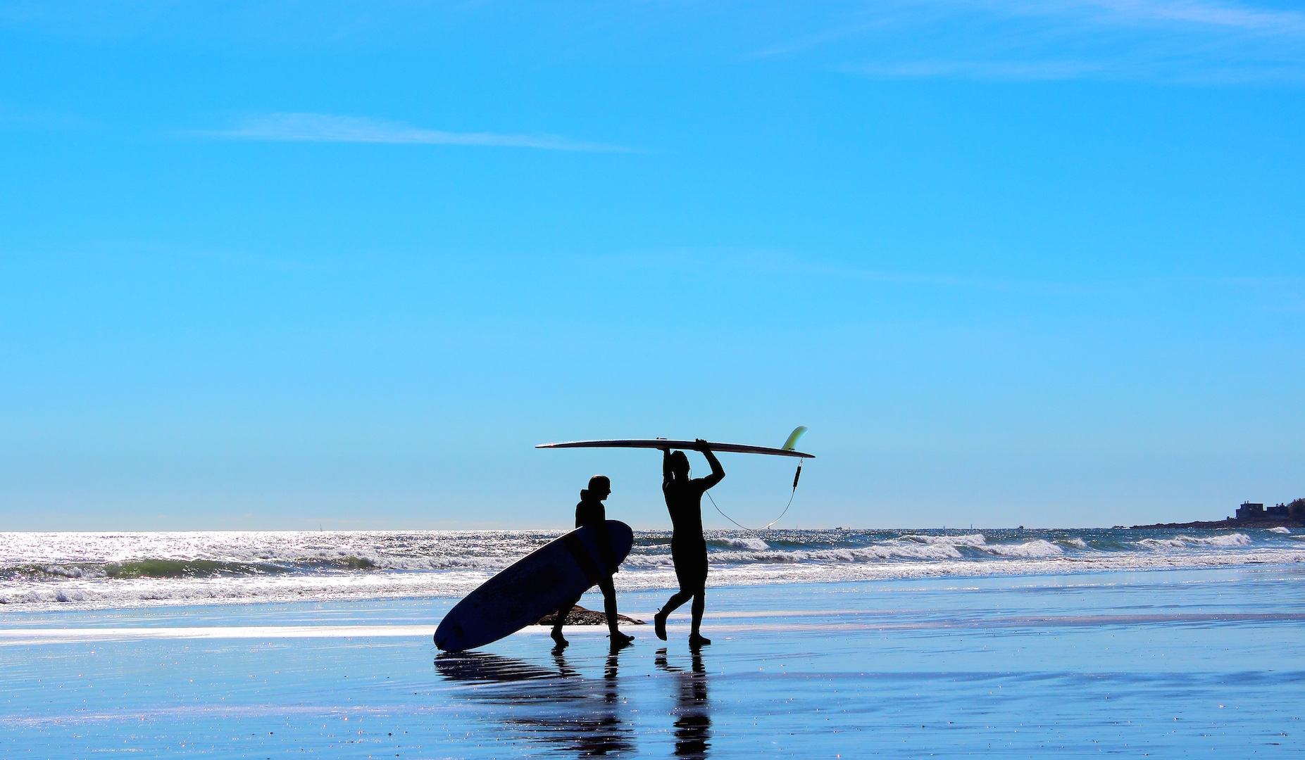 man-and-womans-silhouette-on-blue-background-beach-with-surf-boards-getting-ready-to-go-surfing_t20_9JVrZY