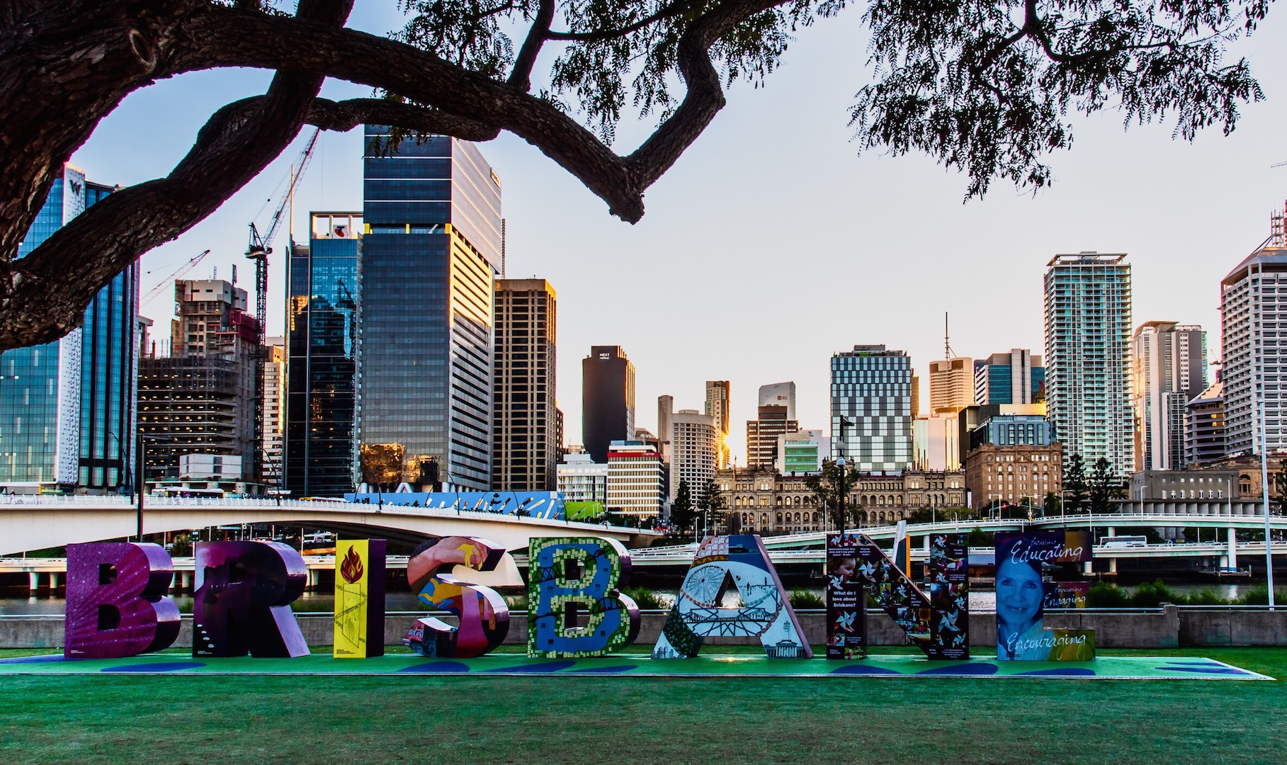 view-of-brisbane-city-skyline-from-south-bank_t20_NGKYXr-2